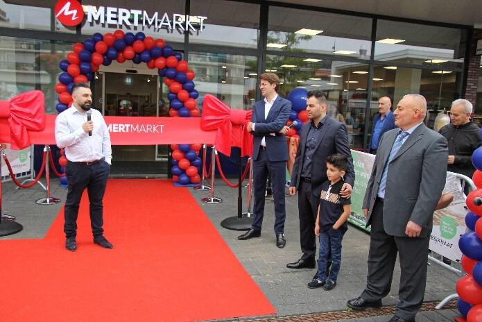 """Hollanda'nın en büyük marketi """"Mert Markt"""" açıldı…"""