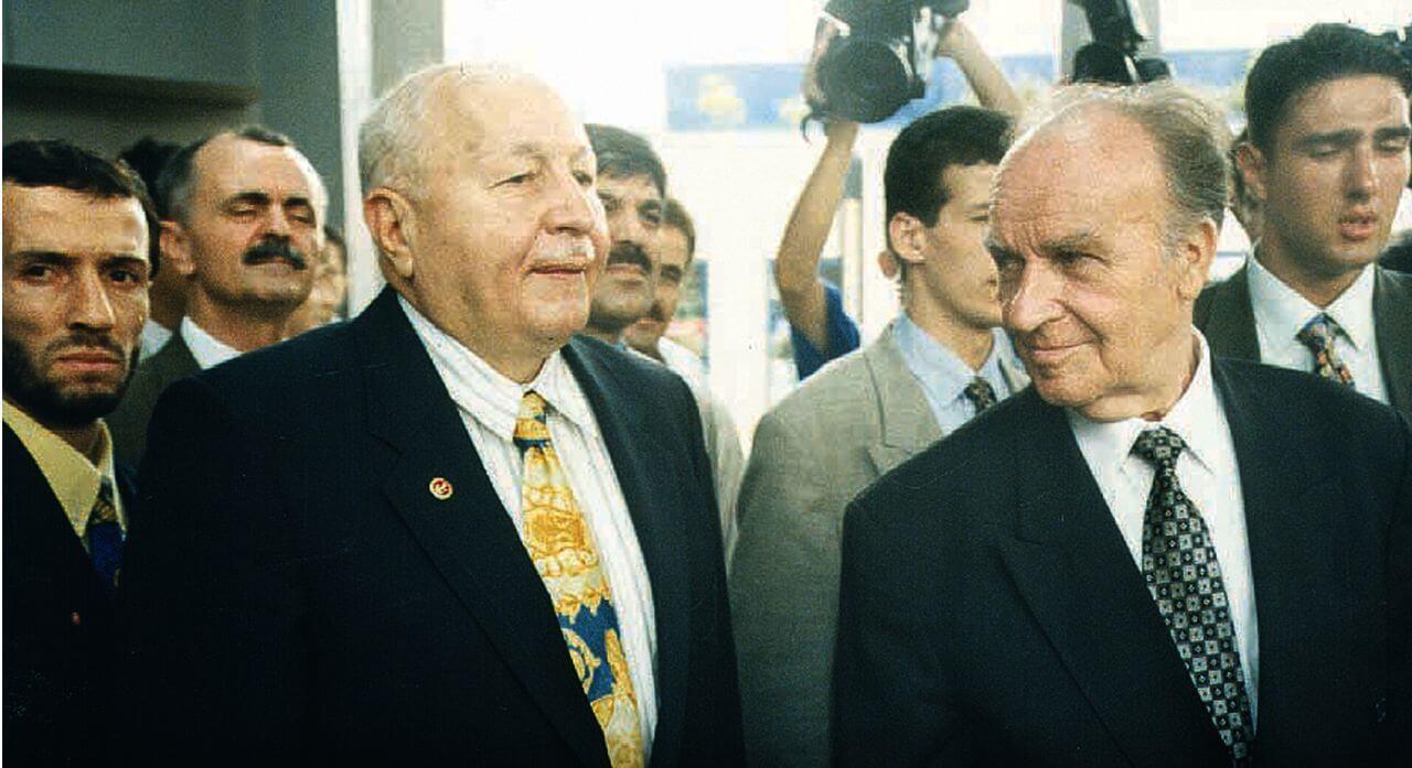 Bosna Hersek'in ilk Cumhurbaşkanı Aliya İzetbegoviç kabri başında anıldı
