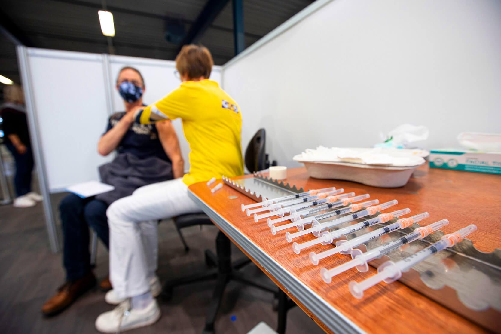 Hollanda Geçici Göçmen İşçileri Aşılamıyor